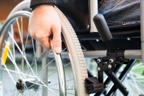 Muž na vozíku/ilustrační foto