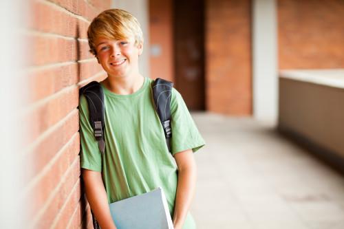 Chlapec ve škole/ilustrační foto