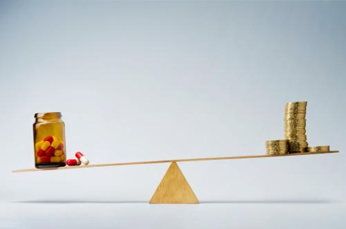 Léky a peníze/ilustrační foto