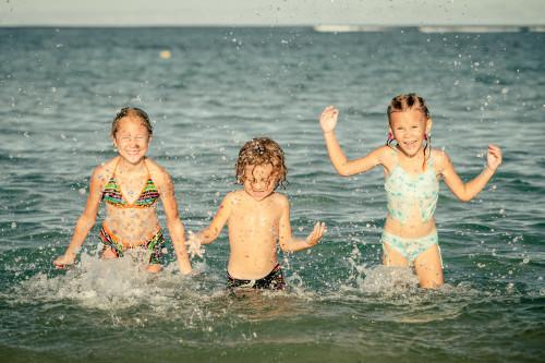 Děti u moře/ilustrační foto