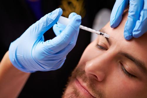 Muž na botulotoxinu/ilustrační foto