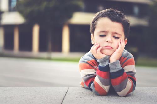 Smutný chlapec/ilustrační foto