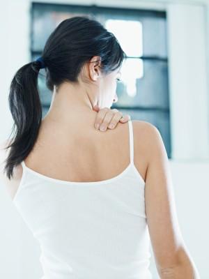 Žena s bolestí ramen/ilustrační foto