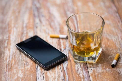 Alkohol a tabák/ilustrační foto